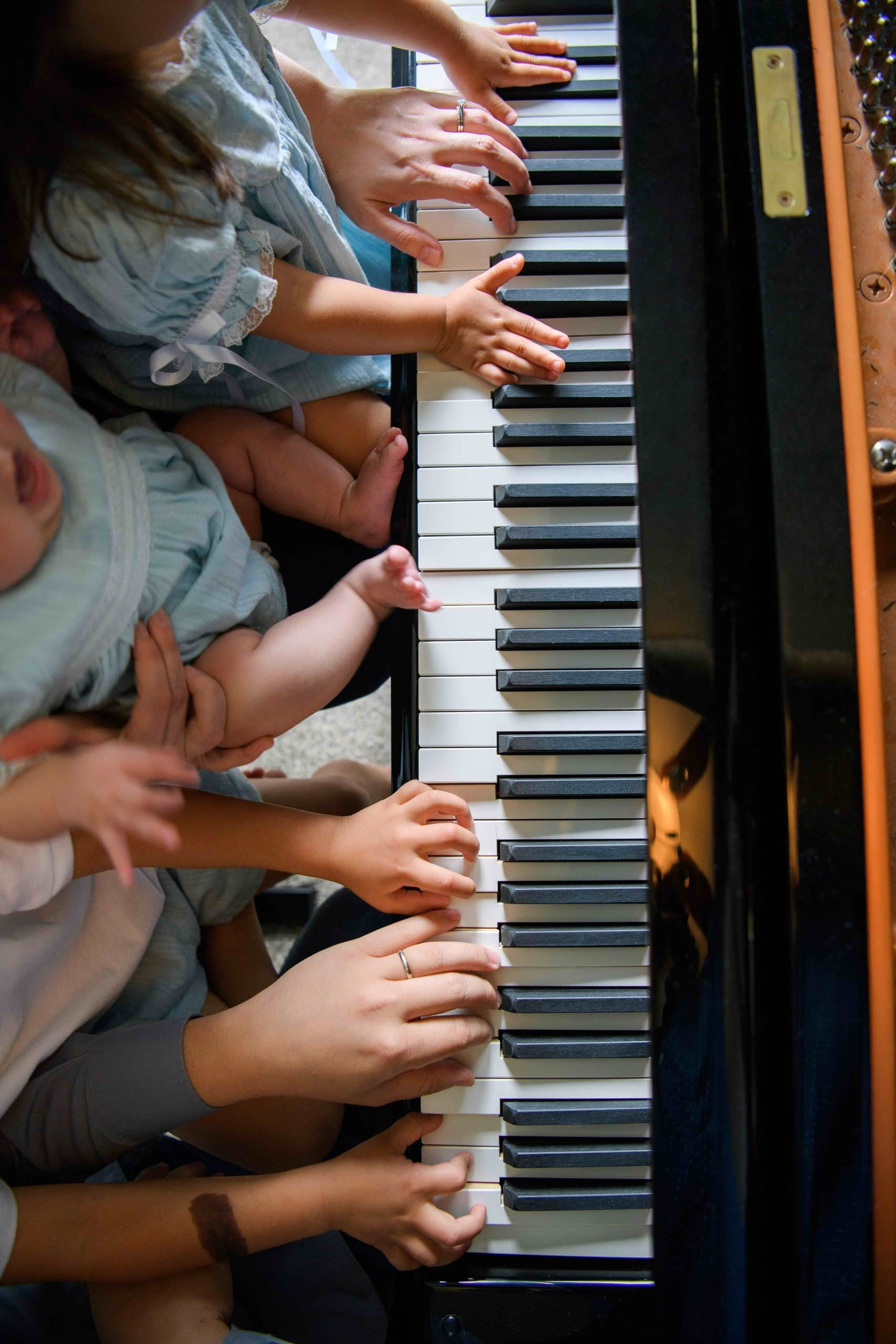 family piano hands