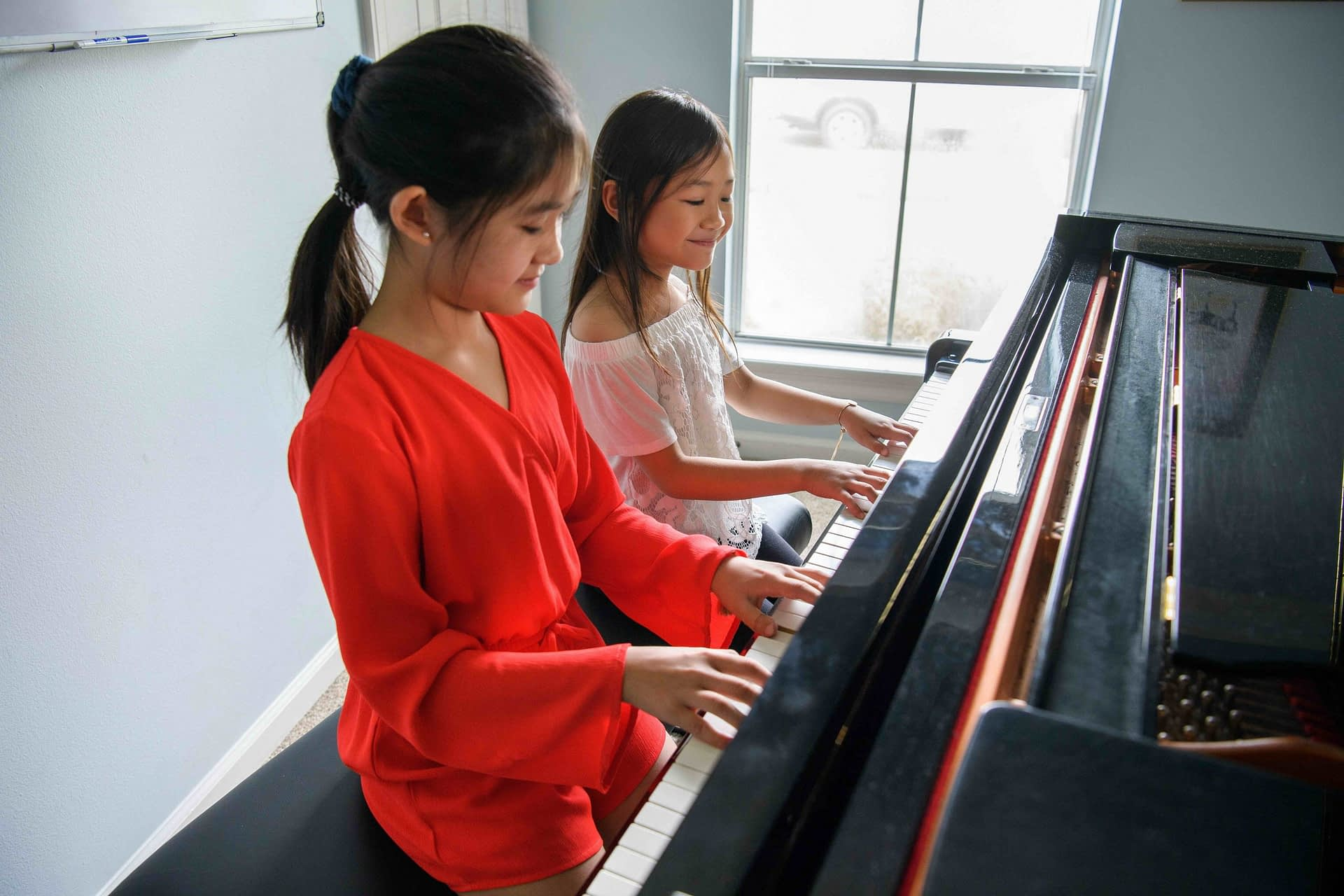Duet piano lesson with students